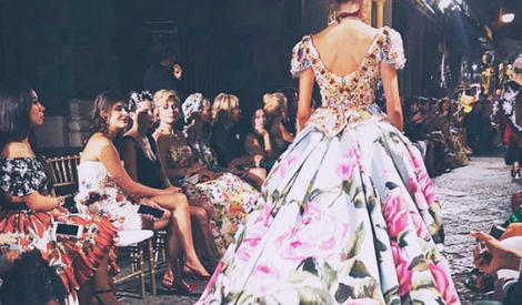 街头走秀的Dolce&Gabbana上演了一场梦境和现实的大戏!