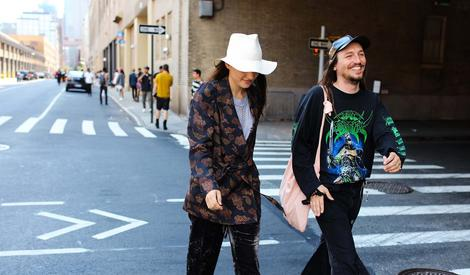 裸身背带、捆绑PLAY,纽约男装周的街拍居然还能这么玩?