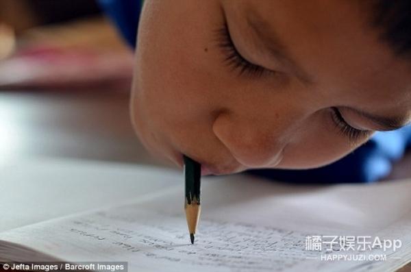 无手无脚,但我依然是能读书写字打游戏的好宝宝