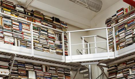 没有一件Chanel!老佛爷竟然住在图书馆?
