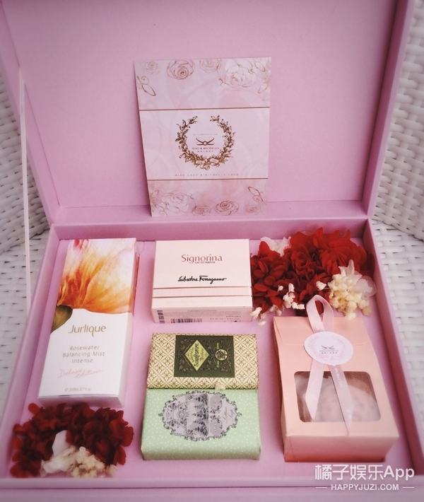 满满都是粉红色的少女心!陈晓陈妍希的伴手礼还是高甜啊