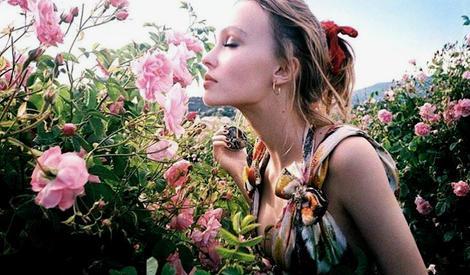 Lily-Rose为香氛代言,用甜美的少女气息铺满整个夏日!
