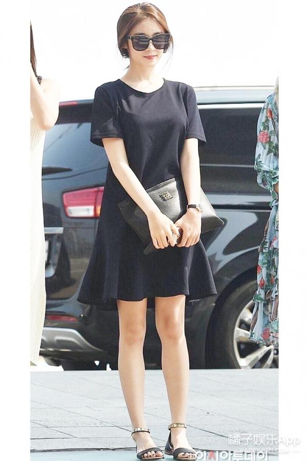 林允儿条纹衫,朴智妍全身黑,hani印花装,女爱豆入秋都