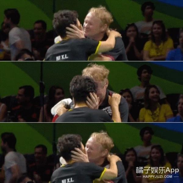 大妈赢球激吻老公、大叔教练秀神技,奥运会上的老年人很有戏!