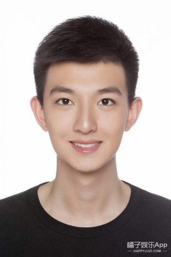2016级北影表演系男生的合照来了!说好的帅哥呢?