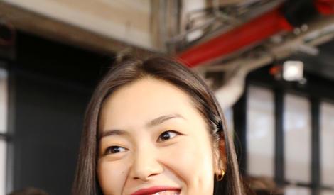 时装周遇见刘雯,原来她笑起来也是一个行走的表情包!