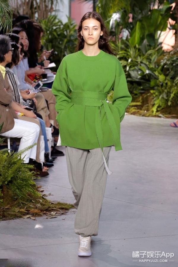 "Lacoste在""海岛""上办了一场法式时装秀,还邀请了马苏和李依晓!"