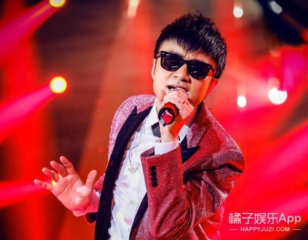 张国荣生辰,古巨基和古天乐翻唱了《当年情》,看了有点想哭
