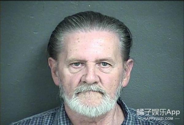 老爷子宁可坐牢也不愿再和老婆一起生活,所以他就去抢银行了...