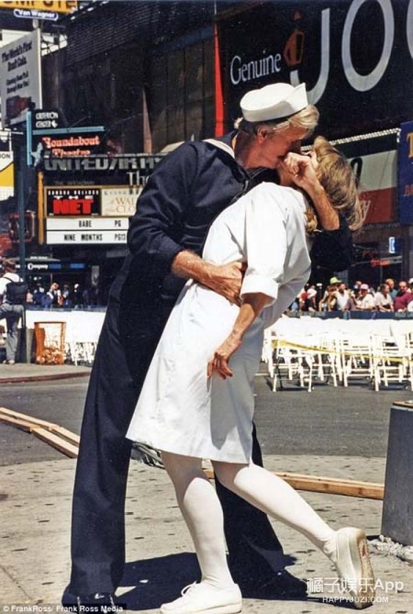 二战胜利之吻女主角去世,这个无关爱情的吻可能是人类史上最浪漫的一刻