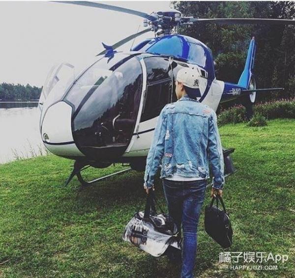 伦敦富二代乘直升机返校 晒照回味暑假生活