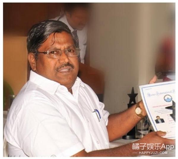 学习使他快乐,印度学霸同时学100多门课,考下145个学位
