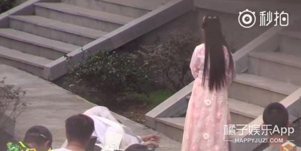 《择天记》曝路透照,鹿晗碰瓷小萝莉,娜扎坐姿真霸气!