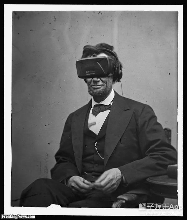 你现在在眼镜上架一支手机,就可以开始VR看小电影了……