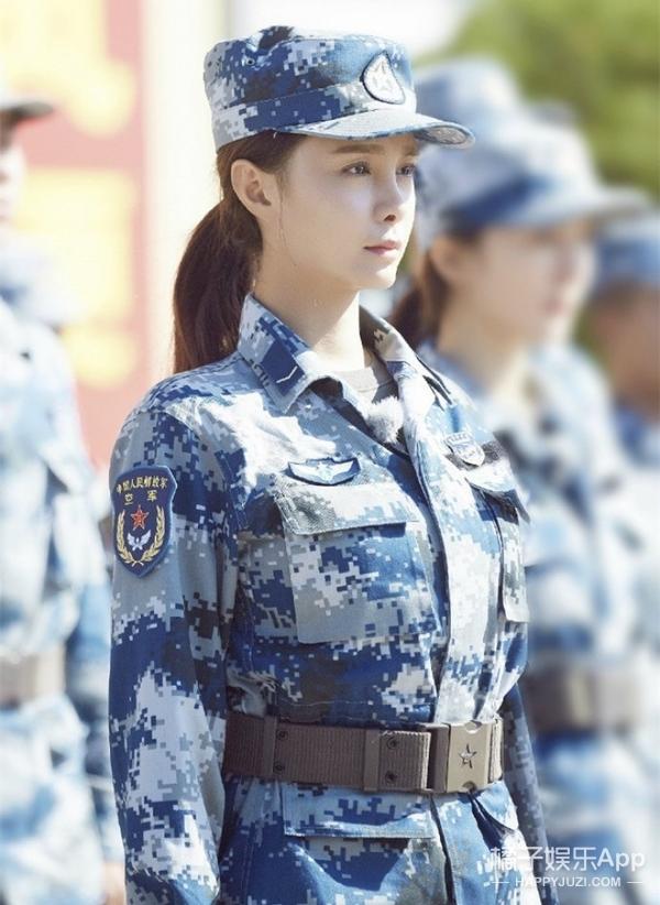 《真正的男子汉》终于放军装照啦,你看沈梦辰、佟丽娅都是素颜吗?
