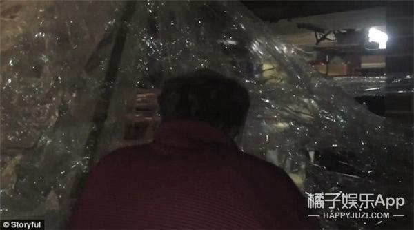 熊孩子用近十万米胶带缠房子 爸妈再也无法进屋
