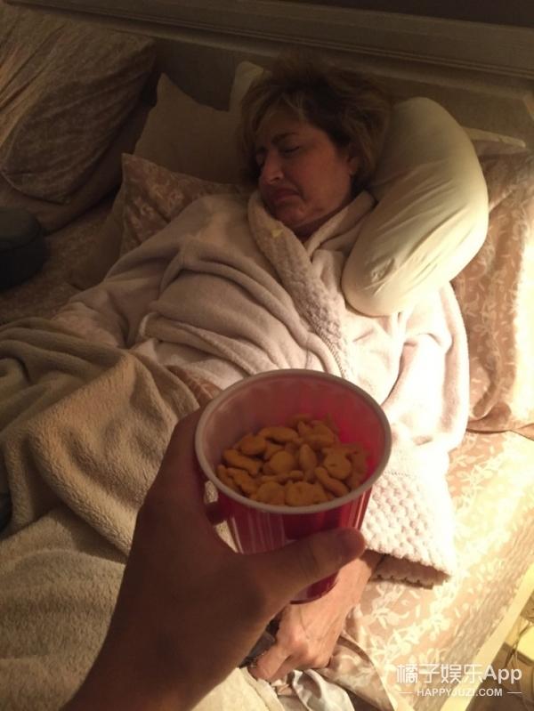 """妈妈每次要完零食都秒睡,调皮儿子发网上""""羞辱""""她,结果?"""