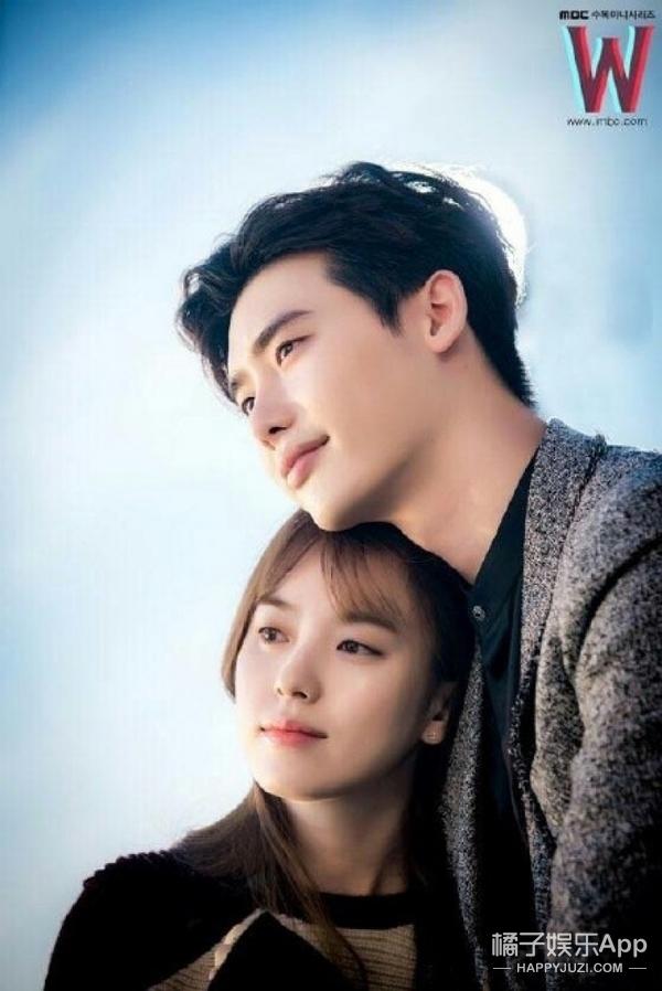 看完《W》手铐之吻的花絮,我感觉李钟硕韩孝周好像恋爱了!