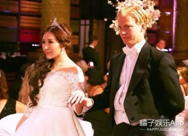 赌王女儿参加世界顶级名媛舞会,你们觉得造型美吗?