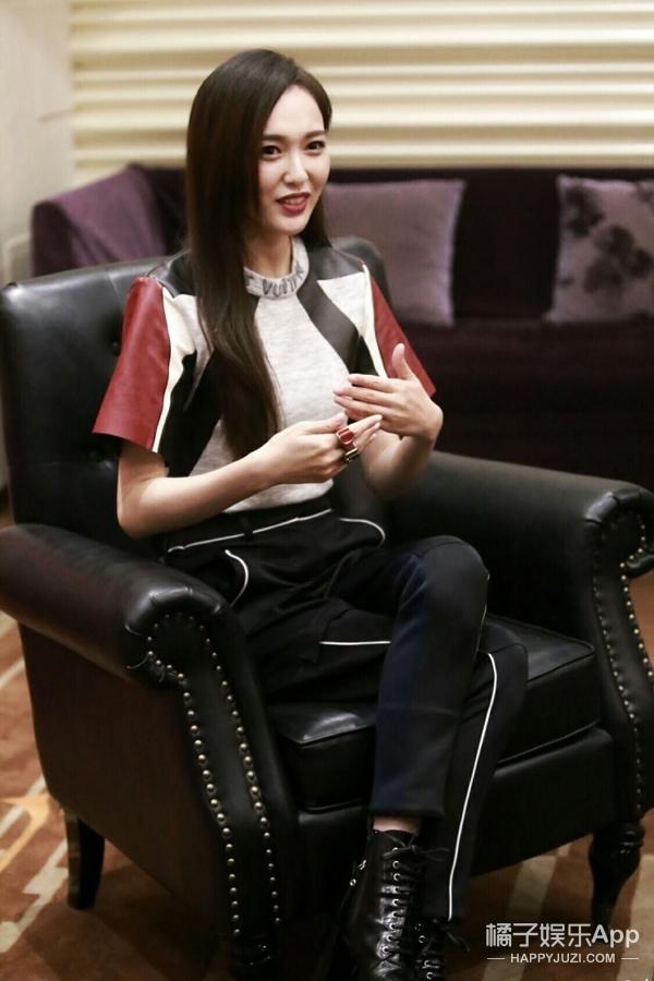 听说唐嫣最近很忙,没想到她服装师更忙!
