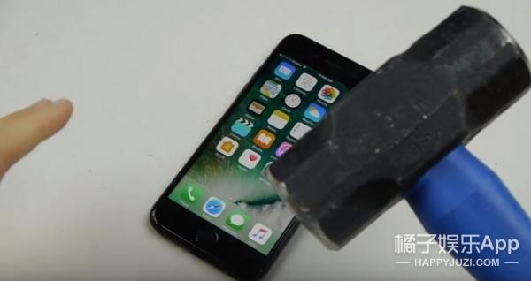 iphone7才到手,这些丧心病狂的歪果仁已经开始毁肾了