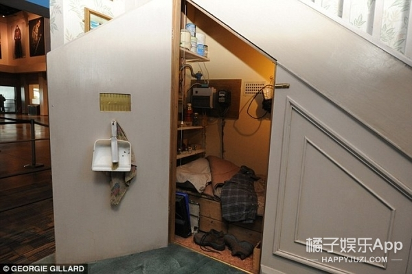 还记得哈利睡过的楼梯间吗?德思礼一家的大房子要卖掉了