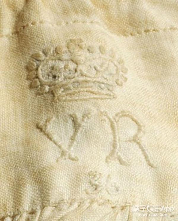 女王短裤拍出14万天价 创世界纪录