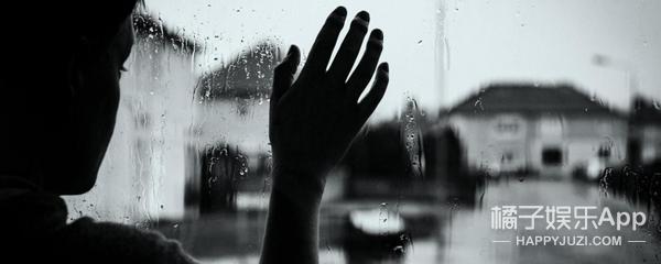 流泪流汗都是奢侈,游泳池就是地狱,这个对水过敏的女人活得很艰辛