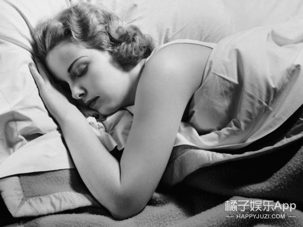 六条原因为什么你需要裸睡……脱光光睡觉就是舒服啊……