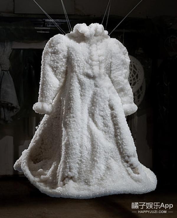 她用死海的盐做了件新娘的嫁衣