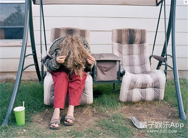 因为妈妈患了精神分裂,于是他拿起相机拍了9年