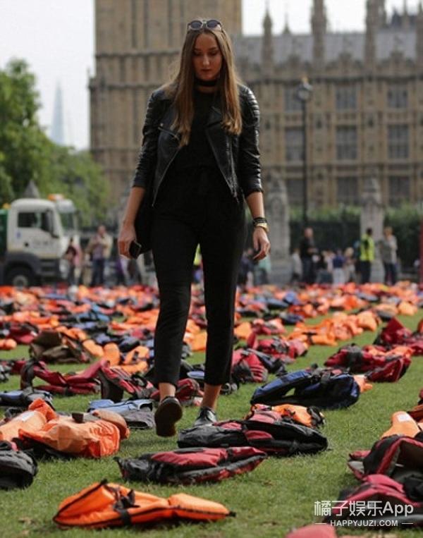 """伦敦议会广场变""""救生衣墓园"""""""