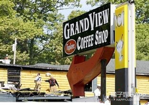 美国又开裸体咖啡厅,男穿四角裤,女穿丁字裤