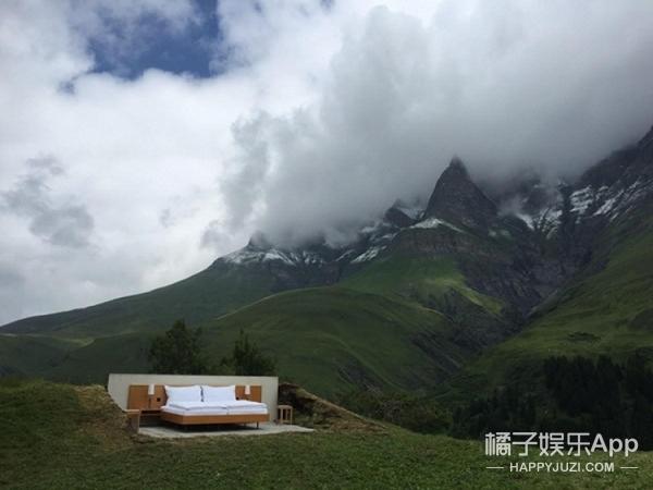 全球首家无墙无顶酒店 抬头是天四面是风景