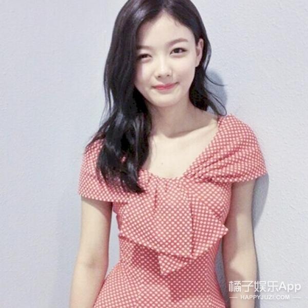 小女孩已蜕变!99年的金裕贞刚刚18岁,但穿衣已经是轻熟style!