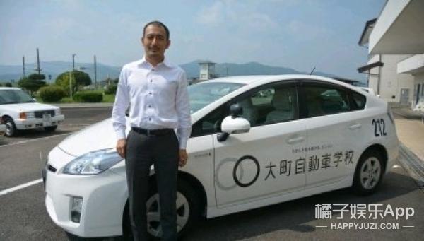 日本驾校为招学员把教练车贴满动漫,嗯,这对宅男很管用