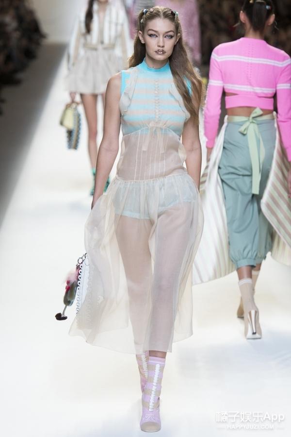 17春夏的Fendi简直和看秀的马思纯一样,宛若清新俏皮的少女!