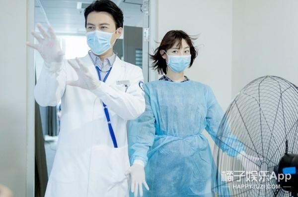 禁欲系老干部靳东是要放飞自我吗!《外科风云》吻戏有点多啊 !