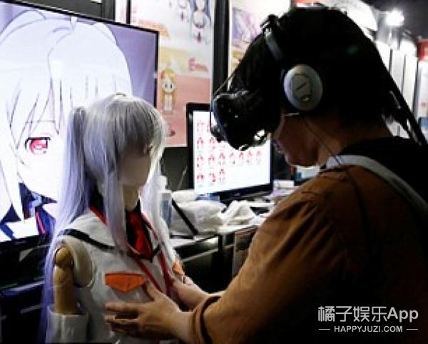 """可触摸的虚拟女友亮相东京电玩展 遭宅男""""非礼""""至故障"""