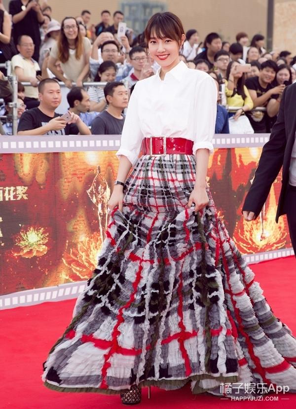 姚晨温婉Baby仙,不像花一样美怎么走百花奖的红毯!