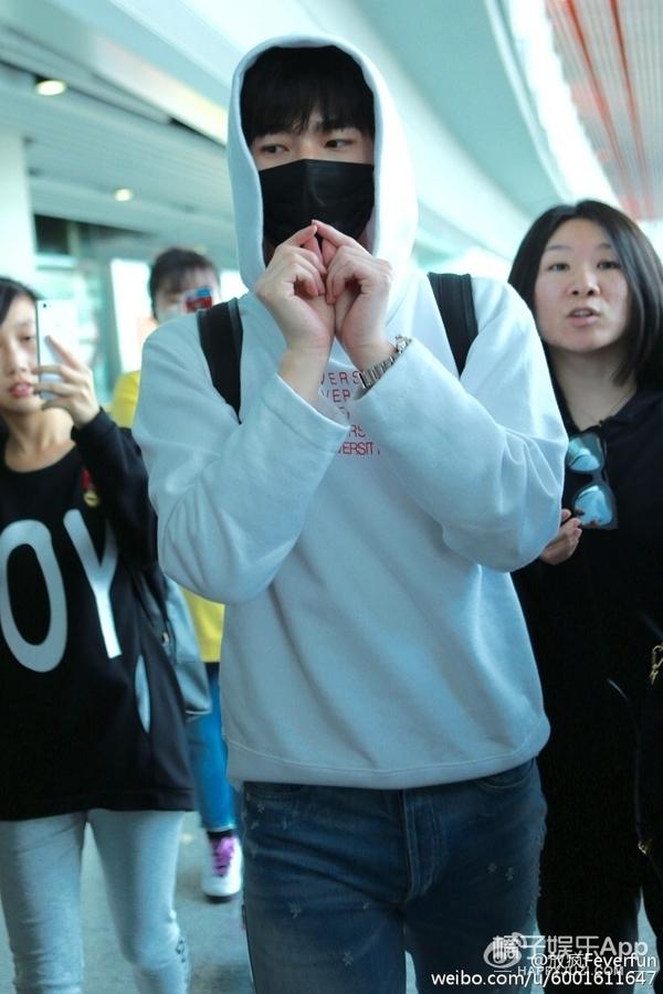 杨洋的卫衣能当面具穿,很好,这很大神!