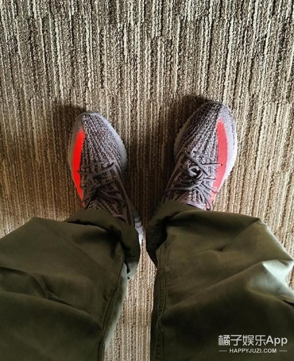 鹿晗的腿毛成功抢镜,你们倒是看鞋啊!