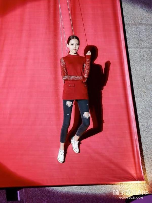 爱网购的李玟崇尚简约美,模特空中大走秀!天猫超级品牌日太多亮点!