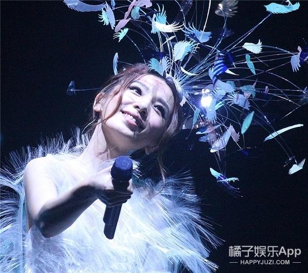 歌迷在演唱会上看ELLA直播,田馥甄怒斥:以后别来了!