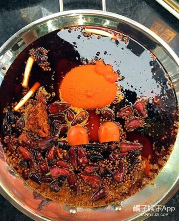 麻辣锅店用整只hellokitty造型做底料  眼看它消失锅底