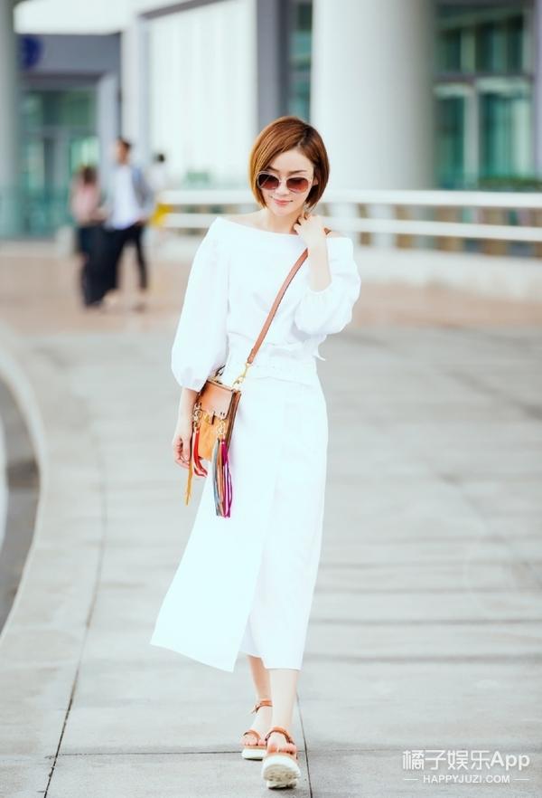 袁姗姗机场造型元气满满!但是这鞋强迫症有点忍不了!