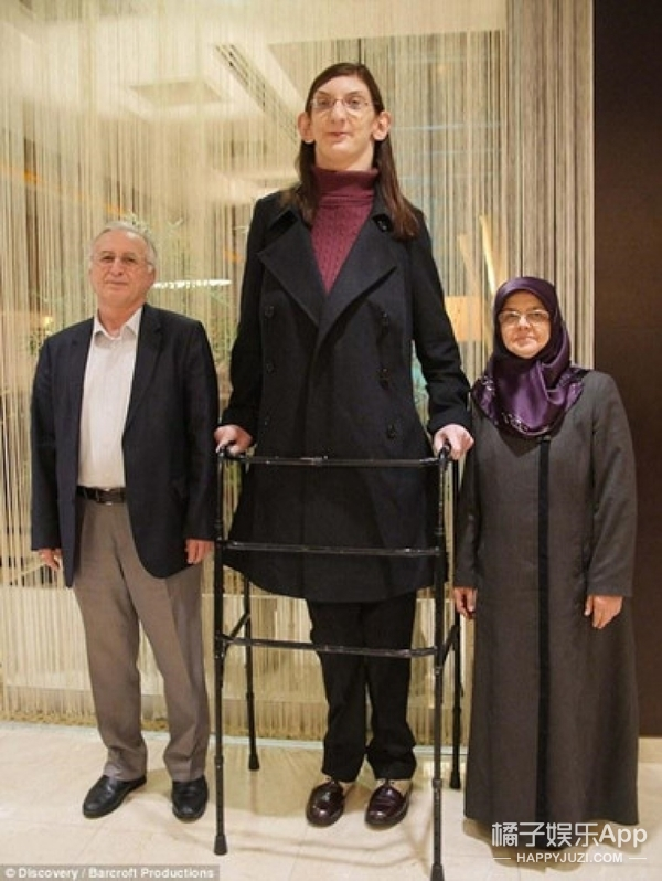 19岁女孩身高2.13米  一直保持吉尼斯世界纪录