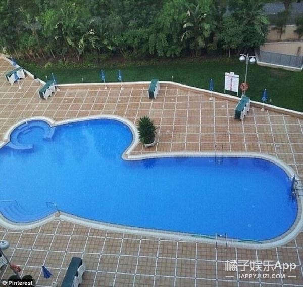 取款机够不着,楼梯不通楼下,游泳池形状太邪恶…设计师还能再懒点么!