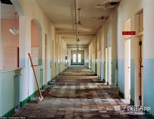 这个摄影师不怕死,到处跑只拍废弃的精神病院
