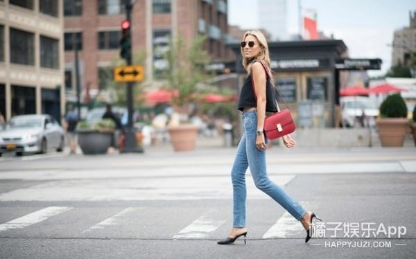 这双高跟拖鞋一鼓作气占领各大网站!时装周中潮人们都在热捧的它!!